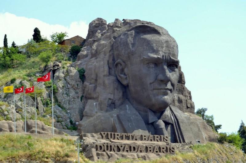 Buca Atatürk Maskı - Buca Atatürk Heykeli